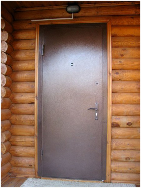 Установка входной двери на даче своими руками